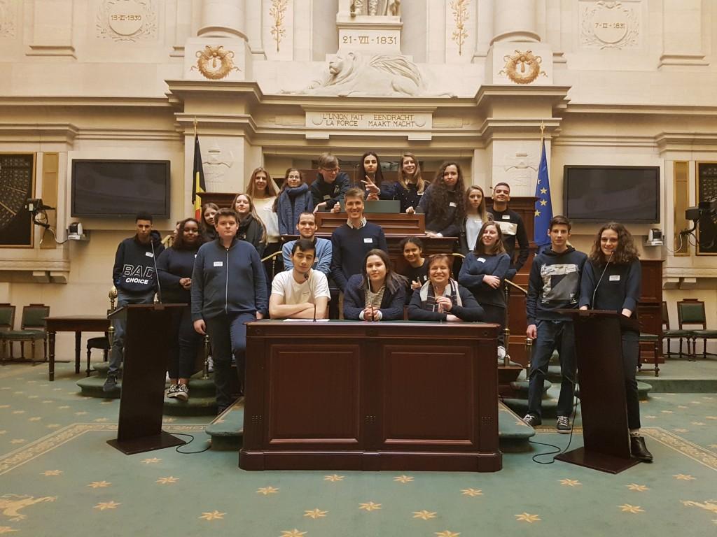 leerlingen in het parlement